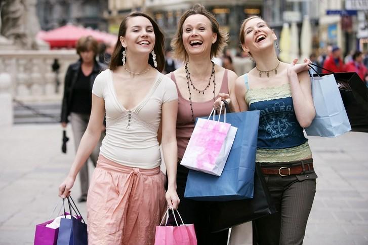 Почему тысячи туристов прилетают на шоппинг к нам,  в Римини?